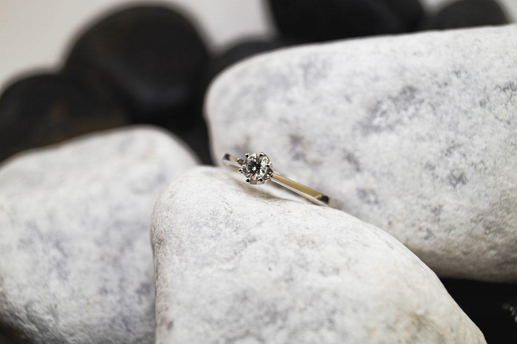 Verlobungsring Weißgold mit Brillanten