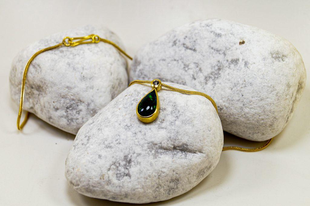 Gelbgoldkette mit Opal und Brillant
